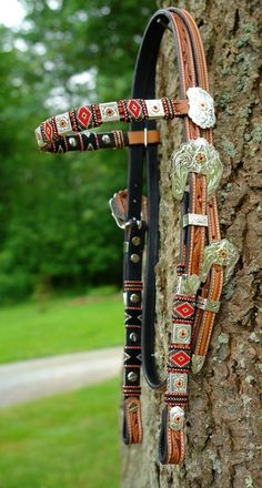 Beaded Headstalls and bridles. Not one for beaded tack but these are amazing and make me want to order a set. Western Horse Tack, Horse Bridle, Horse Gear, Horse Tips, Horse Saddles, Horse Halters, Equestrian Outfits, Equestrian Style, Barrel Racing Tack