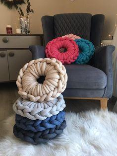 Cotton Chunky Cushion – Raspery - how to crochet chunky blanket Diy Crafts Videos, Diy Crafts To Sell, Diy Crafts For Kids, Home Crafts, Crochet Home, Crochet Crafts, Yarn Crafts, Holiday Crochet, Crochet Cushions