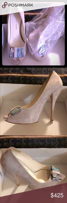 Luciano Van Suede Heels, Made in Italy Beautiful light grey suede peep toe heels, brand new Luciano Van Shoes