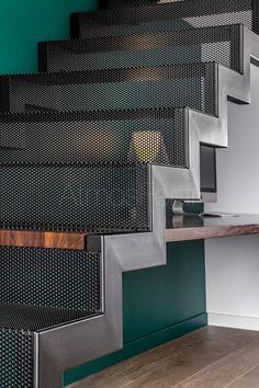 Steel Stairs Design, Stair Railing Design, Home Stairs Design, Metal Stairs, Home Building Design, Interior Stairs, Home Room Design, House Design, Railings