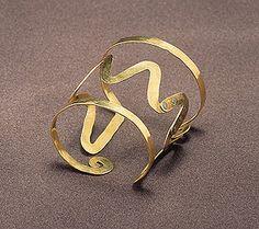 Bracelet |  Alexander Calder.  ca 1940.  gold wire.