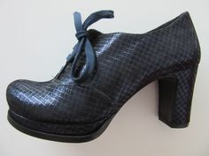blue laminated Chie Mihara leather shoe in size 36