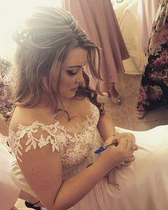 #weddingdress #wedding  #bride #blondehair #weddingshoes #bohohair #boho #weddingflowers