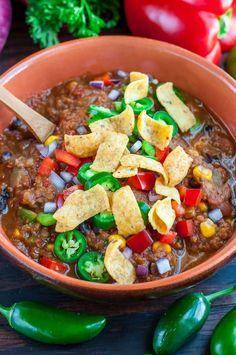 Vegan Lentil Chili // Healthy Vegan Mexican Recipes for Dinner Vegan Lentil Recipes, Vegan Mexican Recipes, Vegetarian Recipes, Healthy Recipes, Vegetarian Chili, Healthy Chili, Vegan Chili, Easy Recipes, Popular Recipes