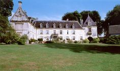 CURB APPEAL – another great example of beautiful design. Château de Méricourt in Somme, Picardie.