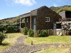 Typický kamenný dům ostrova Corvo