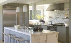 20 of the Most Gorgeous Marble Kitchen Island Ideas, - Marble Ideen Kitchen Marble Top, Stainless Steel Kitchen Shelves, White Kitchen Island, Grey Kitchen Cabinets, Kitchen Tiles, Upper Cabinets, Nice Kitchen, Kitchen Islands, Kitchen Interior