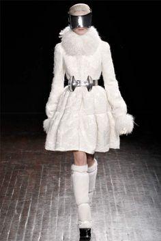 Alexander McQueen Fall 2012 | Paris Fashion Week