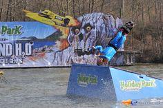5/31   Photo du water stunt show, Jim Bond H2O situé à Holiday-Park (Allemagne). Plus d'information sur notre site http://www.e-coasters.com !! Tous les meilleurs Parcs d'Attractions sur un seul site web !!