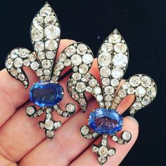 Loving this fabulous pair of century sapphire and diamond fleur de lys brooches coming up for auction next week Cross Jewelry, Jewelry Art, Fine Jewelry, Jewelry Design, Victorian Jewelry, Antique Jewelry, Vintage Jewelry, Sapphire Bracelet, Royal Jewels