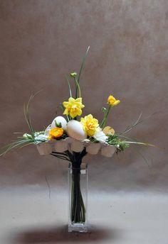 Easter arrangement with egg carton and eggs Holidays And Events, Floral Arrangements, Floral Design, Bouquet, Centerpiece, Facebook, Decoration, Flower Arrangements, Spring