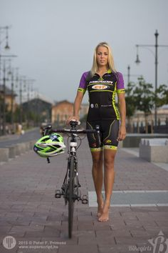 Bike shoes: The Difficulty of Choice - Cycling Whirl Bicycle Women, Bicycle Race, Bicycle Girl, Road Bike Women, Chicks On Bikes, Cycling Girls, Cycling Art, Road Cycling, Cycle Chic