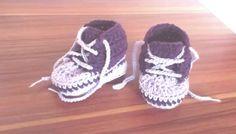 Háčkované dětské bačkůrky Crochet Bebe, Crochet Baby Booties, Crochet Shoes, Crochet Doll Pattern, Working With Children, Baby Knitting, Stuffed Animals, Adidas Sneakers, Baby Shoes