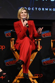 Jodie Whittaker Photos - Jodie Whittaker speaks onstage at the DOCTOR WHO panel during New York Comic Con in The Hulu Theater at Madison Square Garden on October 2018 in New York City. - New York Comic Con 2018 - Day 4 Doctor Who, 13th Doctor, Madison Square Garden, David Tennant, Suits For Women, Photo Sessions, Actors & Actresses, Peplum Dress, Beautiful Women