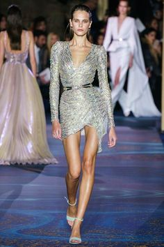 Zuhair Murad Parigi - Pre-Fall - Shows - Vogue.it - Zuhair Murad Parigi – Haute Couture Spring Summer 2019 – Shows – Vogue. Holiday Fashion, Party Fashion, Runway Fashion, High Fashion, Fashion Trends, Latest Fashion, Women's Fashion, Spring Couture, Haute Couture Fashion