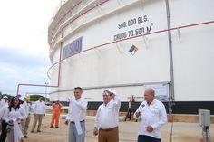 El mandatario estatal Javier Duarte de Ochoa, inauguró el Tanque TV-5001 en las instalaciones de la Terminal Marítima Pajaritos, en compañía del director de Pemex, el dirigente nacional del Sindicato Petrolero y el alcalde de Coatzacoalcos.