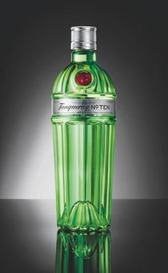 Diageo has revamped the design of its Tanqueray No. Ten gin bottle, giving it an Art Deco twist in a hat tip to the golden era of classic cocktails. #liquor #gin