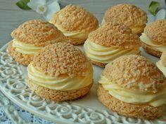 Ptysie pieczone z kruchym ciastem na wierzchu, które równomiernie przykrywa wierzch tworząc chrupiącą i słodką kruszonkę. Wypełnione kremem na bazie serka mascarpone o intensywnym smaku pomarańczy… Cake Recipes, Dessert Recipes, Desserts, Chocolate Oreo Cake, Kolaci I Torte, Butter Tarts, Low Carb Side Dishes, Oreo Dessert, Healthy Sweets