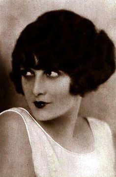 EvelynBrent1 - 1920s in Western fashion - Wikipedia, the free encyclopedia