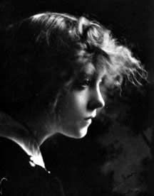 Top 10 Countries With The World's Most Beautiful Women (Pictures included) Old Hollywood Movies, Vintage Hollywood, Classic Hollywood, Dorothy Gish, Lillian Gish, Vintage Photos, Antique Photos, Silent Film Stars, Old Movie Stars