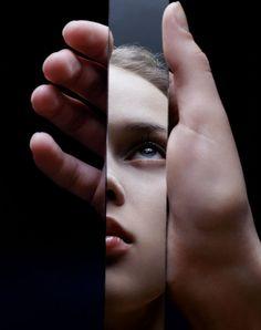 """KeC   stephanecoutellephoto: Anna T. Maître. Spécialiste de la coupure et de la disparition. Bords du miroir. Le """"cadré"""" est choix, donc renoncement au hors champ, élimination."""