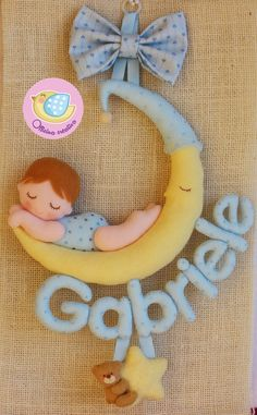 Baby name room decor Felt Crafts, Diy And Crafts, Crafts For Kids, Felt Name Banner, Cute Baby Gifts, Felt Wreath, Felt Baby, Felt Decorations, Felt Fabric