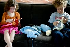 Finger Knitting How-to. (so grateful that my daughter will learn this at waldorf school because i'm not sure i can teach it!)