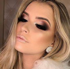 How to get a perfect eye make Wie du ein perfekte Augen Make Up hinbekommst! The best guide to perfect your eyes and make up your eyes bigger! Blue Eye Makeup, Smokey Eye Makeup, Glam Makeup, Skin Makeup, Makeup Inspo, Eyeshadow Makeup, Makeup Inspiration, Makeup Hacks, Makeup Tips