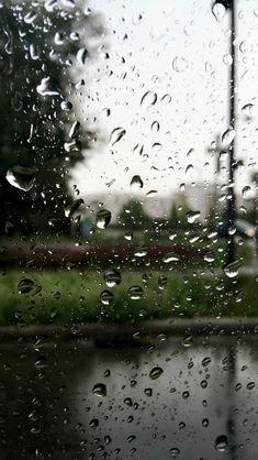 Water drops wallpaper #wallpaper #waterdrops Rainy Wallpaper, Pop Art Wallpaper, Ocean Wallpaper, Tumblr Wallpaper, Flower Wallpaper, Nature Wallpaper, Rainy Day Photography, Rain Photography, Creative Photography