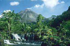Ah... le Costa Rica!  Destination de rêve si l'on fait un voyage de noce.  Merci à ma (belle) fille Judy pour l'idée :))