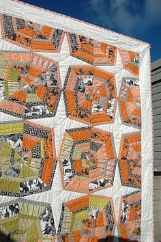 What an awesome Halloween quilt.  (@amanda) And oh my word, the quilting when viewed from the back takes my breath away!