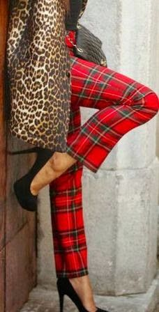 Leopard print coat and red tartan plaid pants trousers . Mode Tartan, Tartan Plaid, Plaid Pants, Tartan Fashion, Fashion Casual, Mode Style, Style Me, Tweed, Style Anglais