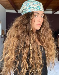 Your day after is horrible? The wash day is always better? Sorry, friend, but you're doing it wrong. Check out our tips! Big Curly Hair, Curly Hair Tips, Wavy Hair, Her Hair, Curly Hair Styles, Blonde Curly Hair Natural, Hair Updo, Beach Hair, Pretty Hairstyles