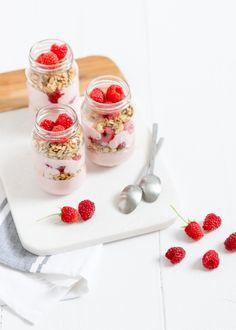 Mmm je dag goed beginnen met een ontbijt trifle met frambozen. Healthy Breakfast Recipes, Healthy Recipes, Healthy Food, Raspberry Breakfast, Muesli, Trifle, A Food, Foodies, Oatmeal