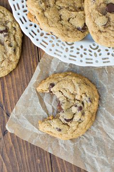 Easy and beyond delicious! - make without chips, or make own choc chips with carob - phase 5 Chocolate Sin Gluten, Gooey Chocolate Chip Cookies, Honey Cookies, Chocolate Desserts, Raw Dessert Recipes, Raw Food Recipes, Cookie Recipes, Gluten Free Cookies, Gluten Free Baking