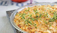 Sangeres Karlien van Jaarsveld deel haar resep vir 'n heerlike tuna-en-tjips-tert met ons.