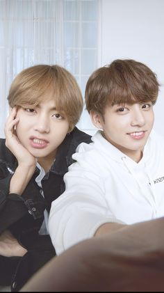 Discovered by Dyann🌺. Find images and videos about bts, jungkook and v on We Heart It - the app to get lost in what you love. Bts Taehyung, Bts Bangtan Boy, Namjoon, Taekook, V Bts Cute, I Love Bts, Foto Bts, K Pop, Les Aliens