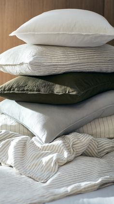 H&M Home | Cushion hoarder? Well, who can blame you when our pillows look this great? Shop online or in selected stores.