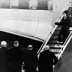 She Became Queen in Kenya On February 6 1952, then Princess Elizabeth was in Kenya on royal tour when her husband, Prince Philip, broke the news that her father had died. The 25-year-old princess was reportedly atop an African fig tree at the moment her father died, the moment she became queen. In this picture, she is seen arriving back in England to mourn her father and assume her duties.