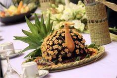 paan dala sent with the holud kota! Bengali Wedding, Desi Wedding, Wedding Ideas, Food Decoration, Tray Decor, Indian Wedding Decorations, Flower Decorations, Peacock Crafts, Bangladeshi Food
