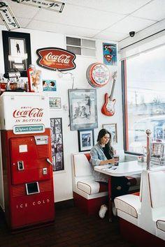 Road Trip Aesthetic - Interior Design Ideas & Home Decorating Inspiration - moercar - Road Trip Aesthetic - Retro Vintage, Deco Retro, Vintage Design, Diner Aesthetic, Aesthetic Vintage, Aesthetic Style, Aesthetic Hair, 1950 Diner, 1950s