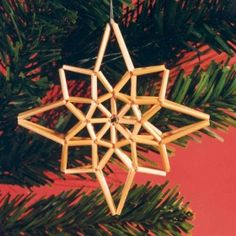 himmeli star Christmas Tree Themes, Noel Christmas, Diy Christmas Ornaments, Christmas Traditions, Xmas, Holiday Decor, Straw Crafts, Diy Straw, Straw Decorations