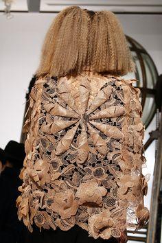 Schiaparelli Spring 2016 Couture Fashion Show Details, croissant lace! 3d Fashion, Fashion Details, Couture Fashion, Fashion Show, Fashion Textiles, Style Couture, Couture Details, Elsa Schiaparelli, Couture Accessories