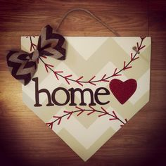 Cute Idea, for the front door, also could put your name too during baseball season/Summer. Morrison Cooley this would be cute for your house! Cute Crafts, Crafts To Do, Wood Crafts, Arts And Crafts, Diy Crafts, Do It Yourself Furniture, Do It Yourself Home, Cool Stuff, Mobiles