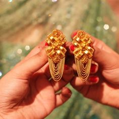 it is still essential to know a few things about gold before you decide to invest in Gold. Here are 10 Things to Remember Before Buying Gold Jewellery Antique Jewellery Designs, Gold Ring Designs, Gold Bangles Design, Fancy Jewellery, Gold Jewellery Design, Gold Jewelry, India Jewelry, Gold Necklaces, Bridal Jewellery