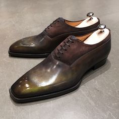 Carrosse Bi-Material Richelieu Balmoral bi-material with plastron in veal velvet Brogues, Loafers Men, Ascot Shoes, Mens Suede Boots, Nigerian Men Fashion, Fashion Boots, Mens Fashion, Derby, Luxury Girl