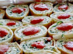 Un primo piatto sostanzioso e ricco di sapore: le girelle di crepes salate con ricotta e spinaci. Un evergreen che piace a tutti.