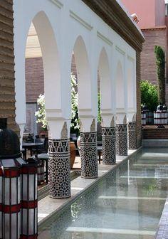 The lovely La Mamounia! Glass lanterns and beautiful Zellige ornate pillars. Moroccan Art, Moroccan Interiors, Moroccan Design, Moroccan Style, Islamic Architecture, Art And Architecture, Mamounia Marrakech, Arabian Decor, Home Decoracion