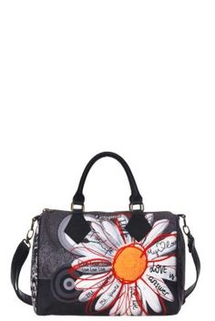 Women's Bowling Tropicana bag with a spacious inner compartment. The print invites you to play 'he loves me, he loves me not', but better: look closely, you'll always get the answer you want!