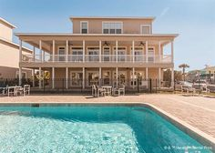 Beautiful Four Seasons, with 3 stories and swimming pools! St Augustine - June week $1800